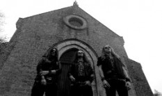AU CHAMP DES MORTS reveal a new song